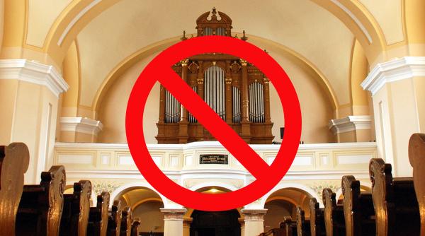 Rimaszombatban betiltották az istentiszteleteket